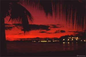 Another Pinatubo sunset, this one was taken in Hawaii in the summer of 1991. Long after the sun had gone, the sky turned an intense red that lingered long after the usual twilight. This exact same phenomena was reported in Europe and the US after Tambora.  Source: Richard Fleet